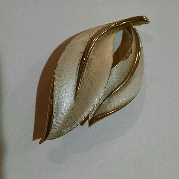 Sarah Coventry Jewelry - Original Sara Coventry brooch